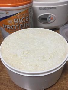 甘酒に玄米プロテイン